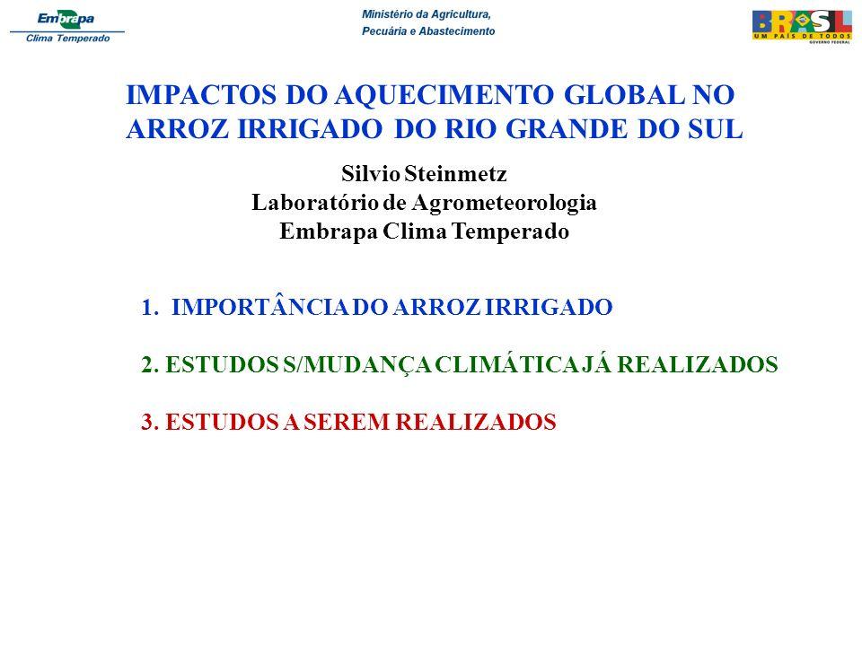 Impacto das mudanças climáticas no risco de frio em arroz irrigado no Rio Grande do Sul Justificativa: - RS= 50% do arroz do Brasil (1 milhão de hectares/ano) - Frio= problema crítico na fase reprodutiva (verão) - Estudos anteriores: risco de frio (1950/1990) - Mudanças climáticas: * Aumento da temperatura mínima no RS a partir de 1950 * IPCC (2007): 1995-2006 (11 anos mais quentes desde 1850) Objetivo: Avaliar como as mudanças climáticas e, em especial o aumento da temperatura mínima, está alterando o risco de frio no arroz irrigado no RS.