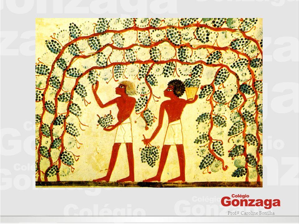 LEIS DA ARTE EGIPCÍA: -Os homens eram pintados com uma cor mais escura (avermelhada) que as mulheres (amarelada); -O homem era representado maior que a mulher; -O faraó deveria ser representado sempre maior do que todas as outras pessoas; -A aparência de cada deus era rigorosamente estabelecida.