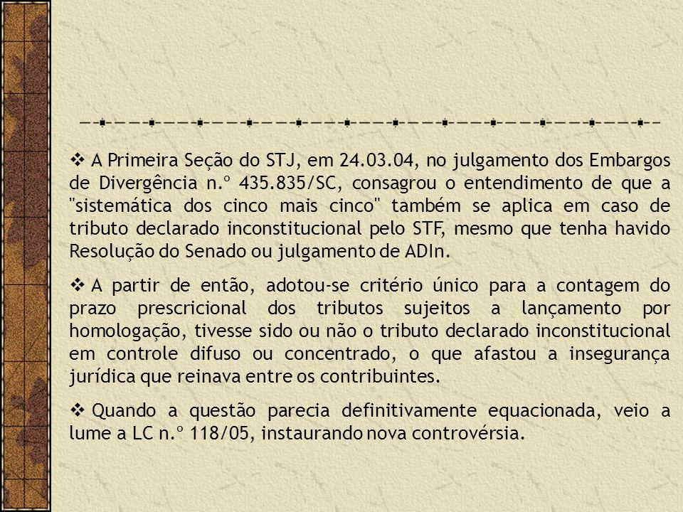 A Primeira Seção do STJ, em 24.03.04, no julgamento dos Embargos de Divergência n.º 435.835/SC, consagrou o entendimento de que a sistemática dos cinco mais cinco também se aplica em caso de tributo declarado inconstitucional pelo STF, mesmo que tenha havido Resolução do Senado ou julgamento de ADIn.