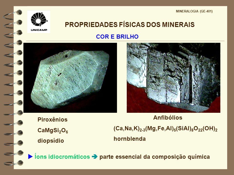 PROPRIEDADES FÍSICAS DOS MINERAIS MINERALOGIA (GE-401) COR E BRILHO Minerais que contém Al, Na e K como elementos essenciais são geralmente incolores ou levemente coloridos (feldspatos alcalinos, plagioclásios, halita)