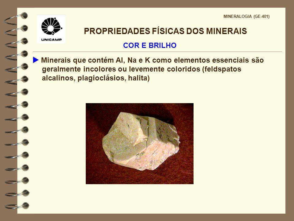 PROPRIEDADES FÍSICAS DOS MINERAIS MINERALOGIA (GE-401) COR E BRILHO Berilo - Be 3 Al 2 Si 6 O 18 Córindon - Al 2 O 3 Vermelho - Mn 3+ Verde - Cr 3+ esmeralda Vermelho - Cr 3+ - Rubi Diferentes impurezas em um mesmo mineral pode causar cores diferentes íon alocromático Mesmo íon pode causar cores diferentes em minerais diferentes