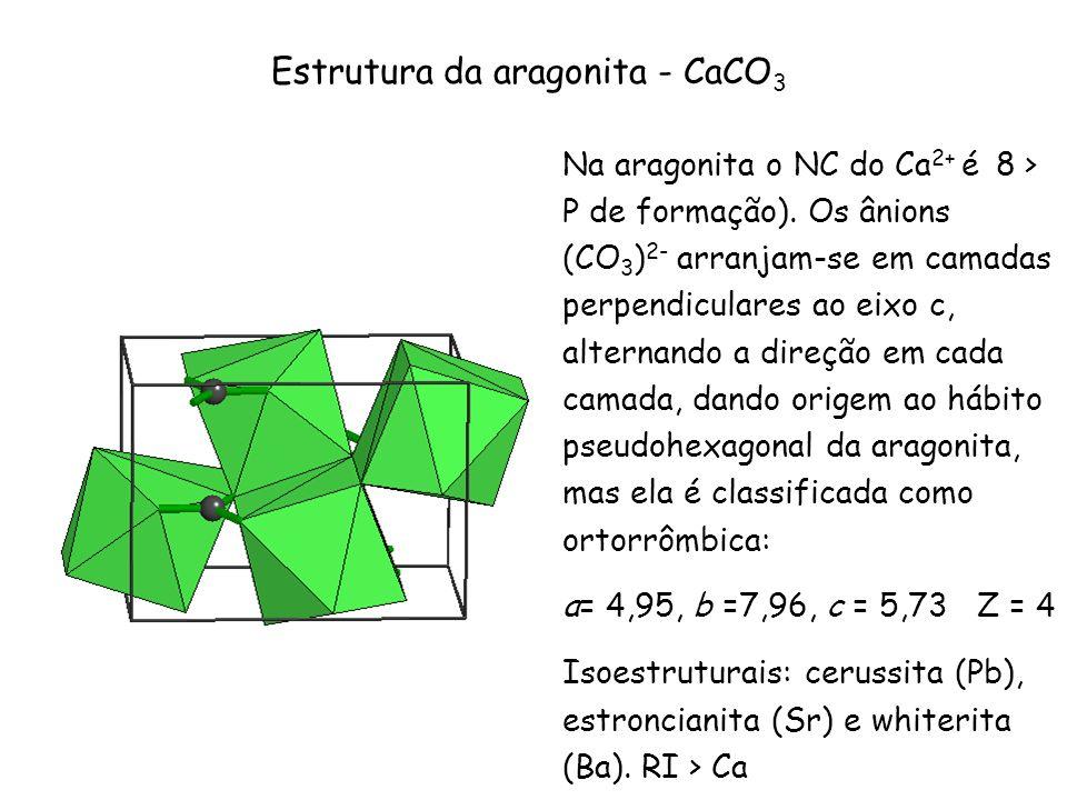 Na aragonita o NC do Ca 2+ é 8 > P de formação). Os ânions (CO 3 ) 2- arranjam-se em camadas perpendiculares ao eixo c, alternando a direção em cada c