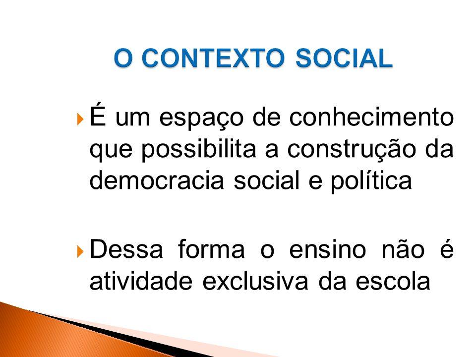 É um espaço de conhecimento que possibilita a construção da democracia social e política Dessa forma o ensino não é atividade exclusiva da escola