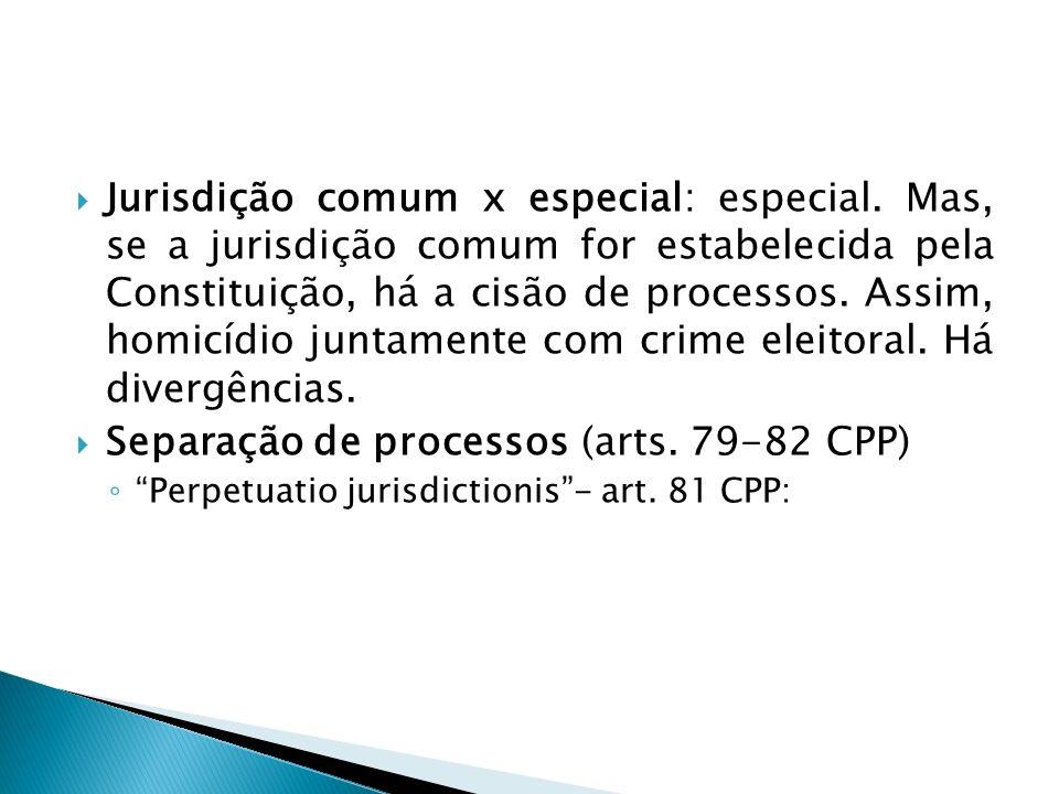 Jurisdição comum x especial: especial. Mas, se a jurisdição comum for estabelecida pela Constituição, há a cisão de processos. Assim, homicídio juntam