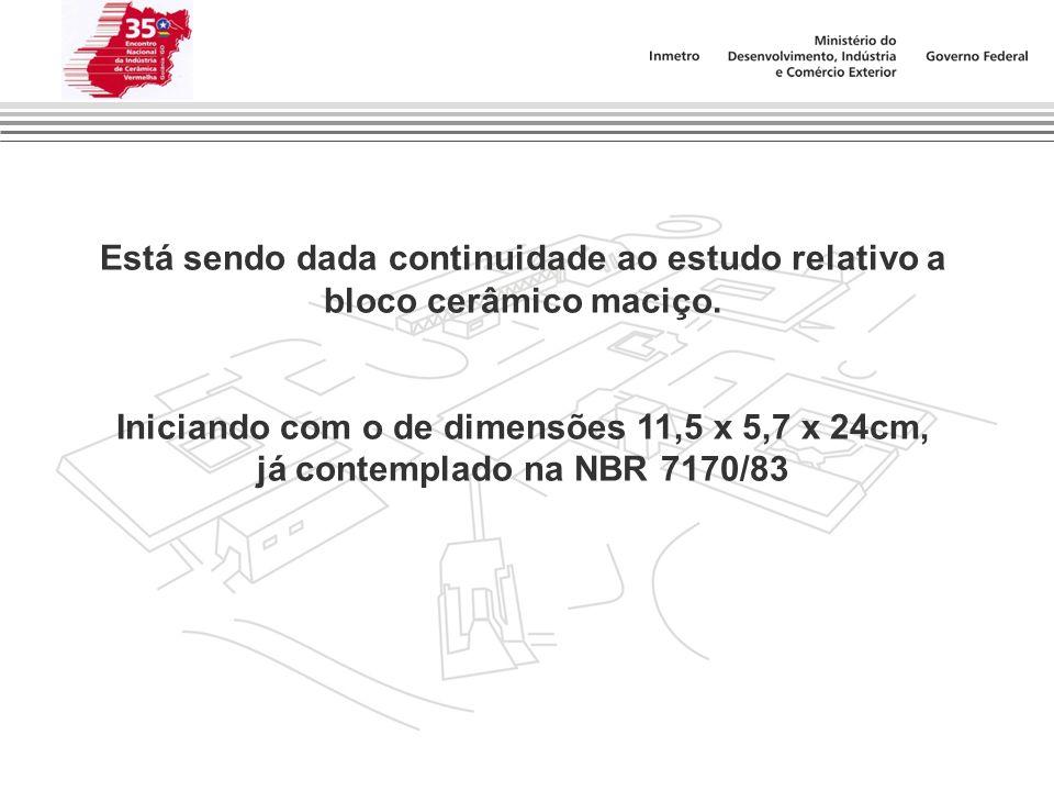 Está sendo dada continuidade ao estudo relativo a bloco cerâmico maciço. Iniciando com o de dimensões 11,5 x 5,7 x 24cm, já contemplado na NBR 7170/83