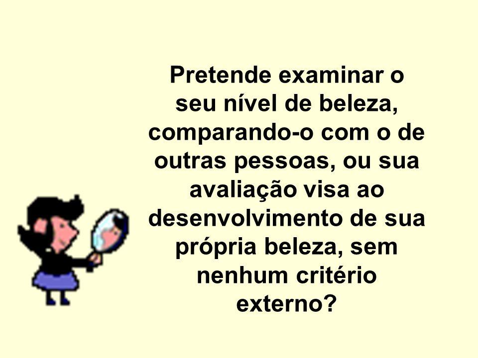 É uma avaliação considerando a norma ou critérios pré-determinados.