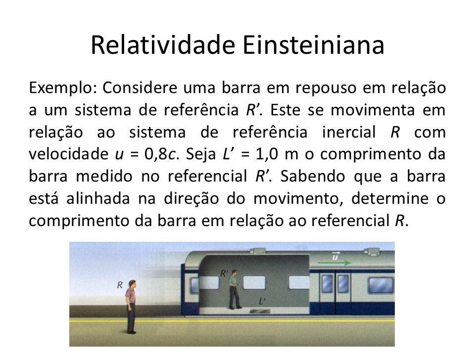Relatividade Einsteiniana Exemplo: Considere uma barra em repouso em relação a um sistema de referência R. Este se movimenta em relação ao sistema de