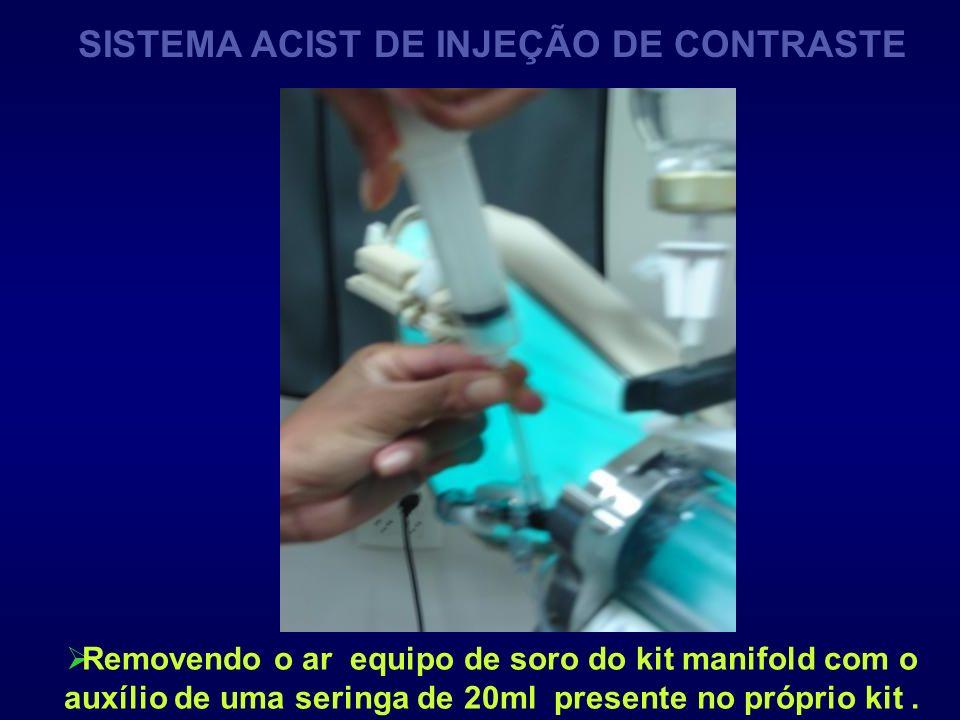 Removendo o ar equipo de soro do kit manifold com o auxílio de uma seringa de 20ml presente no próprio kit. SISTEMA ACIST DE INJEÇÃO DE CONTRASTE