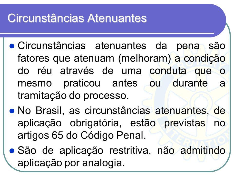 Circunstâncias Atenuantes Circunstâncias atenuantes da pena são fatores que atenuam (melhoram) a condição do réu através de uma conduta que o mesmo pr