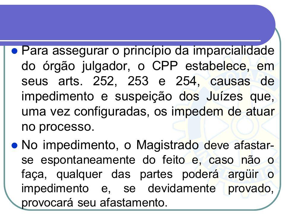 A inamovibilidade do magistrado implica na impossibilidade de remoção compulsória do magistrado da comarca ou seção judiciária em que atua, salvo por