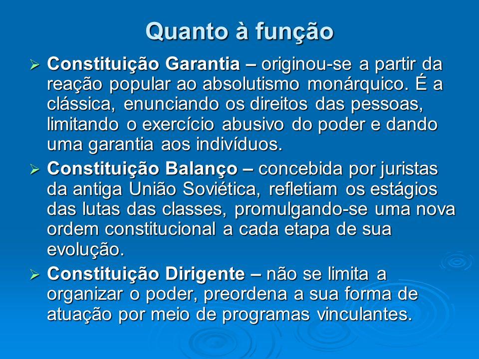 Quanto à função Constituição Garantia – originou-se a partir da reação popular ao absolutismo monárquico. É a clássica, enunciando os direitos das pes