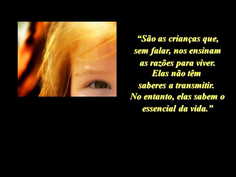 Quando a gente abre os olhos, abrem-se as janelas do corpo, e o mundo aparece refletido dentro da gente. Rubem Alves.
