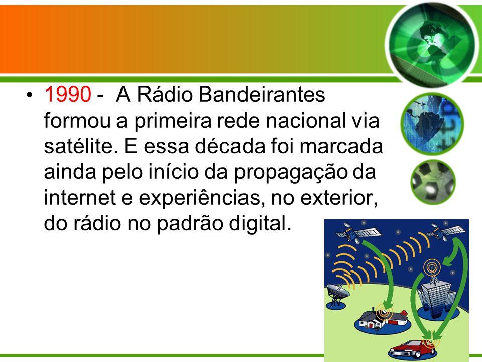 1990 - A Rádio Bandeirantes formou a primeira rede nacional via satélite.