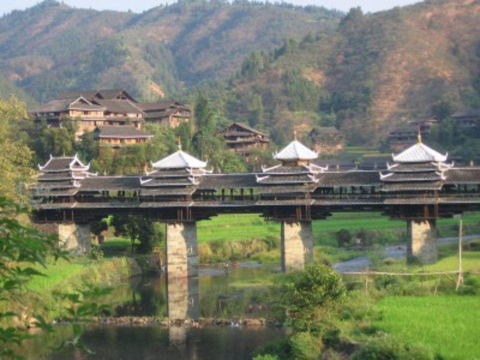 PONTE YONGJI (PONTE DO VENTO E DA CHUVA ) Chengyang China Transpõe a ribeira Linxi e é o acesso principal das aldeias Dong de Chengyang (8 aldeias dis
