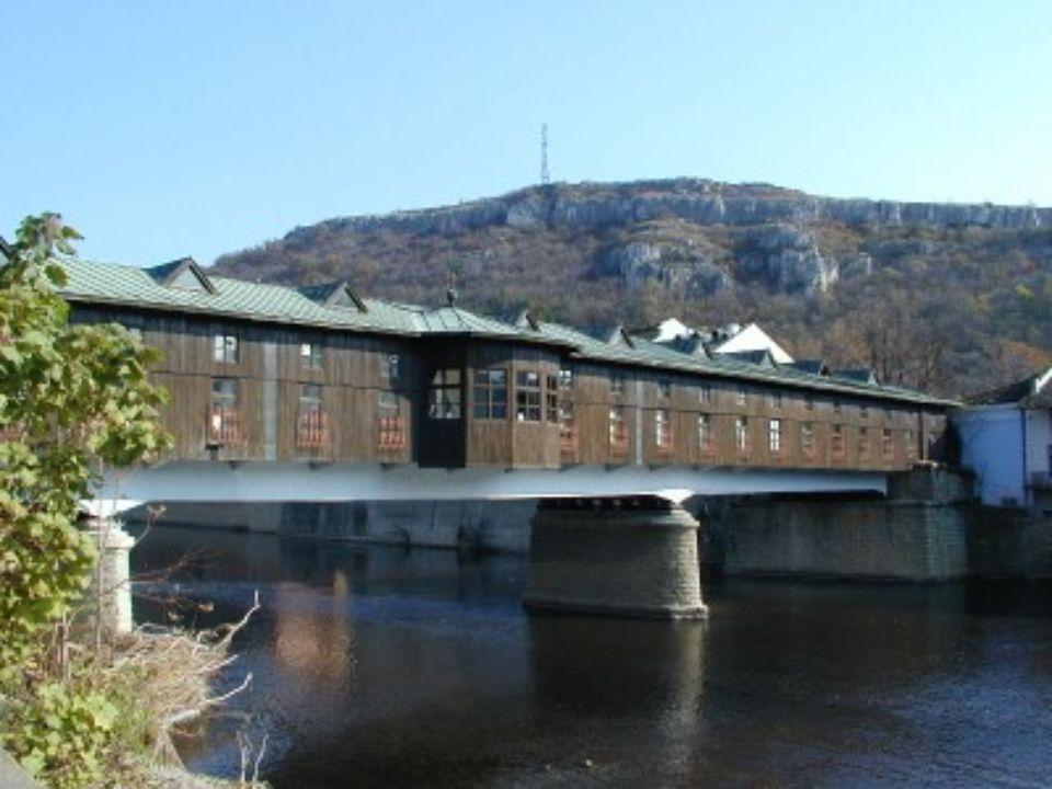PONTE NGRUEV Lovech Bulgária Esta ponte transpõe a ribeira Osam. Foi inundada em 1872 e todos os cidadãos de Lovech contribuiram para a reconstrução.