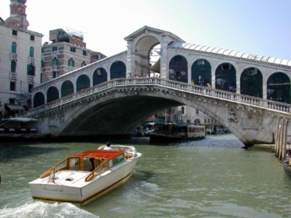 PONTE RIALTO Veneza Itália Em pleno coração desta cidade, construida sobre uma lagoa encontra-se a ponte mais prestigiada e talvez mesmo a mais célebr