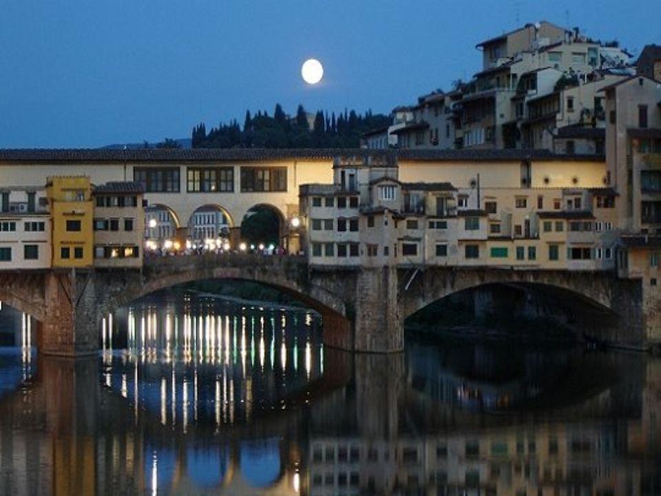 PONTE VECCHIO Florença Itália É a ponte mais antiga de Florença, símbolo da cidade. Transpõe o Arno e remonta provavelmente à época da colonização rom