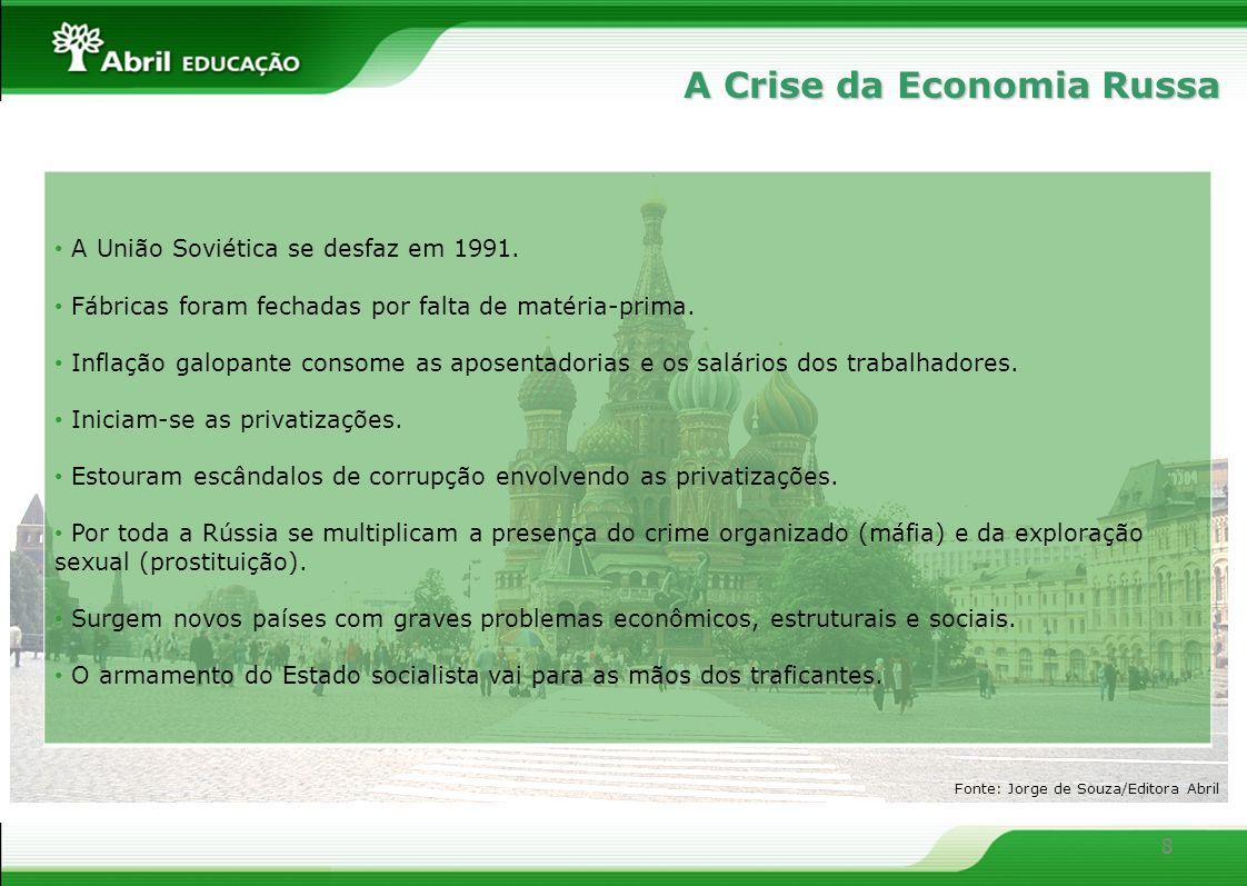8 A Crise da Economia Russa A União Soviética se desfaz em 1991. Fábricas foram fechadas por falta de matéria-prima. Inflação galopante consome as apo