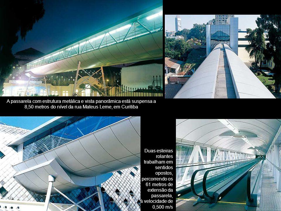 A passarela com estrutura metálica e vista panorâmica está suspensa a 8,50 metros do nível da rua Mateus Leme, em Curitiba Duas esteiras rolantes trab