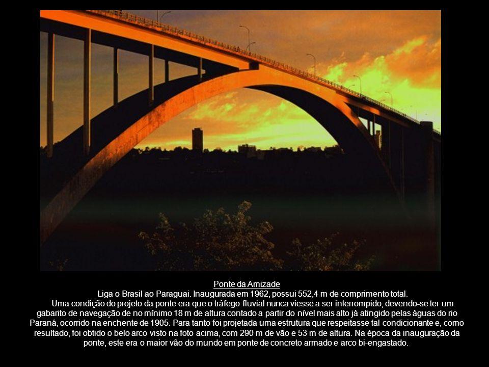 Ponte da Amizade Liga o Brasil ao Paraguai. Inaugurada em 1962, possui 552,4 m de comprimento total. Uma condição do projeto da ponte era que o tráfeg