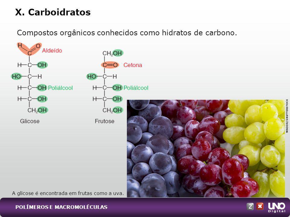 Compostos orgânicos conhecidos como hidratos de carbono. X. Carboidratos MNOOR/SHUTTERSTOCK A glicose é encontrada em frutas como a uva. POLÍMEROS E M