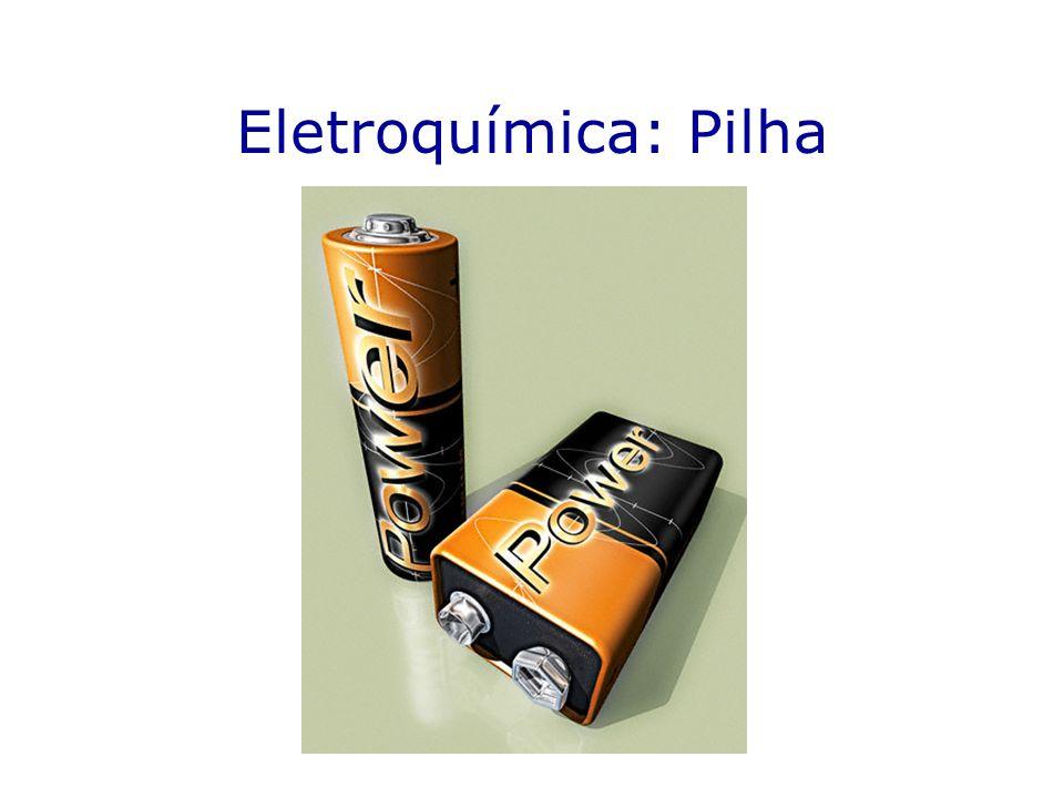 Como determinar os potenciais de eletrodo(E) Determinação do potencial de eletrodo do Zn Zn 2+ V 0,76V KNO 3 H 2 1atm 25ºC Zn [Zn 2+ ] mol.L -1 2H + SO 4 2- [H + ] mol.L -1 Pt negra