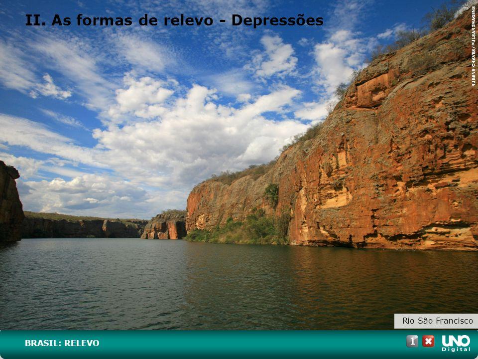II. As formas de relevo - Depressões Rio São Francisco BRASIL: RELEVO RUBENS CHAVES/PULSAR IMAGENS