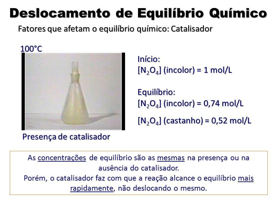 As concentrações de equilíbrio são as mesmas na presença ou na ausência do catalisador. Porém, o catalisador faz com que a reação alcance o equilíbrio