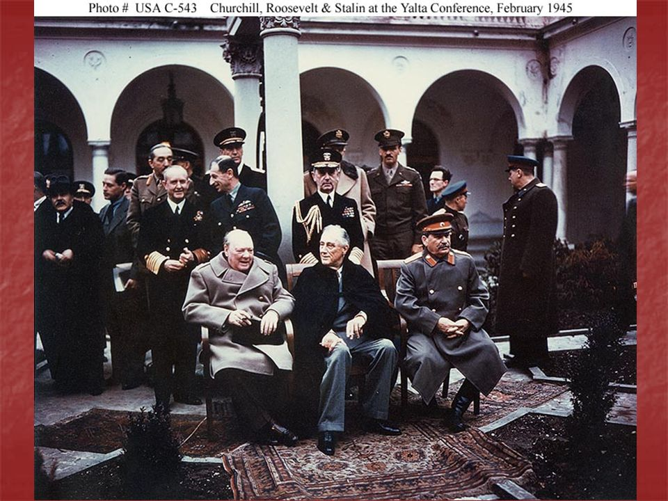 ANOS 1940 – 1950 – Guerra Fria Clássica Plano Marshall = reconstrução da Europa e Japão, barrar o avanço comunista Doutrina Truman = EUA apoiariam as nações livres que desejassem resistir à dominação comunista.