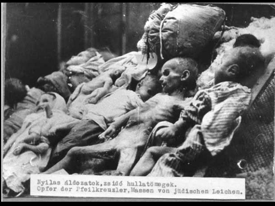 3 - A CORRIDA ARMAMENTISTA Em agosto de 1945, forma-se nos céus de Hiroshima e Nagasaki uma das imagens mais assustadoras do poder de destruição do homem.