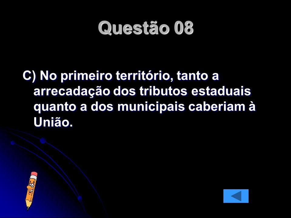 C) No primeiro território, tanto a arrecadação dos tributos estaduais quanto a dos municipais caberiam à União.