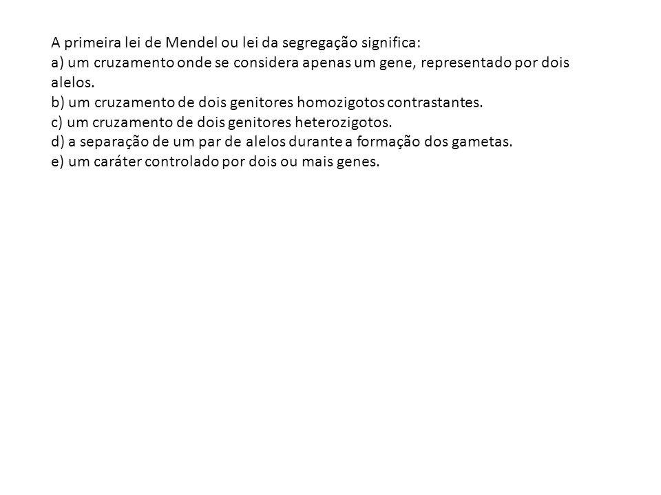 A primeira lei de Mendel ou lei da segregação significa: a) um cruzamento onde se considera apenas um gene, representado por dois alelos. b) um cruzam