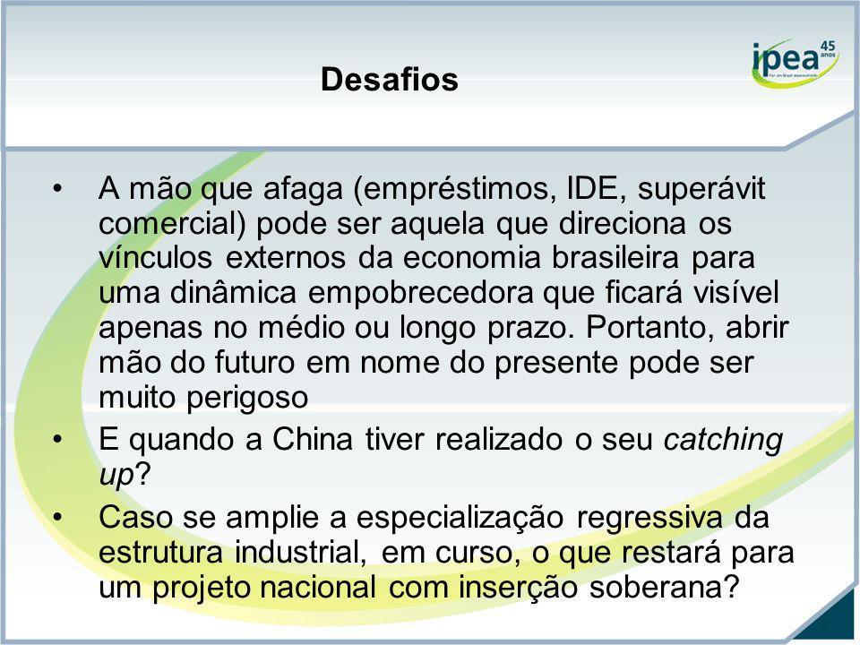 Desafios A mão que afaga (empréstimos, IDE, superávit comercial) pode ser aquela que direciona os vínculos externos da economia brasileira para uma di