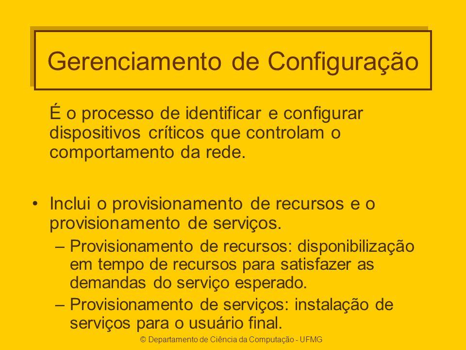 © Departamento de Ciência da Computação - UFMG Gerenciamento de Configuração É o processo de identificar e configurar dispositivos críticos que controlam o comportamento da rede.