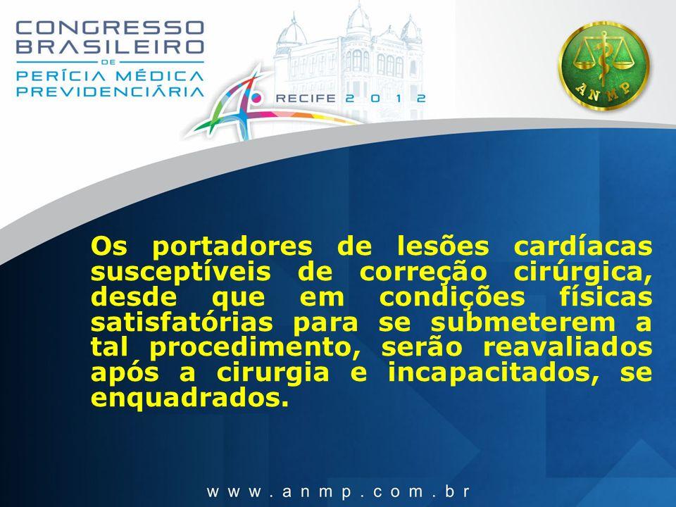 Os portadores de lesões cardíacas susceptíveis de correção cirúrgica, desde que em condições físicas satisfatórias para se submeterem a tal procedimen