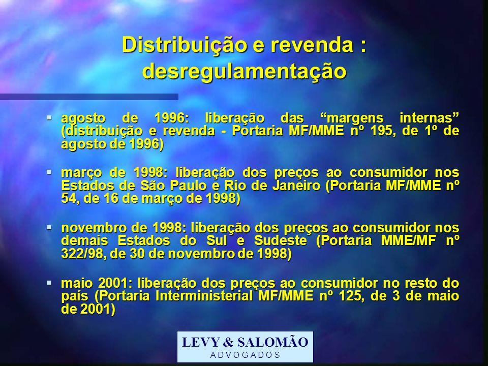 LEVY & SALOMÃO A D V O G A D O S Preços ex refinaria: subsídios Até dezembro de 2001: PPE negativa (Portaria Interministerial nº 3, de 27 de julho de 1998) Até dezembro de 2001: PPE negativa (Portaria Interministerial nº 3, de 27 de julho de 1998) Instituição da CIDE a partir de 31 de dezembro de 2001: fim da PPE negativa Instituição da CIDE a partir de 31 de dezembro de 2001: fim da PPE negativa Passo concomitante à criação do Programa Auxílio-Gás Passo concomitante à criação do Programa Auxílio-Gás Medida Provisória nº 18, de 28/12/01 (convertida na Lei nº 10.453, de 13 de maio de 2002) - Decreto nº 4.102, de 24/01/02 Medida Provisória nº 18, de 28/12/01 (convertida na Lei nº 10.453, de 13 de maio de 2002) - Decreto nº 4.102, de 24/01/02 Subsídio de R$ 7,50 mensais a famílias Subsídio de R$ 7,50 mensais a famílias com renda mensal per capita de até ½ salário mínimo ou com renda mensal per capita de até ½ salário mínimo ou registradas no Cadastramento Único para Programas Sociais do Governo Federal ou registradas no Cadastramento Único para Programas Sociais do Governo Federal ou beneficiárias do Bolsa Escola ou Bolsa Alimentação ou cadastradas como potenciais beneficiárias desses programas.