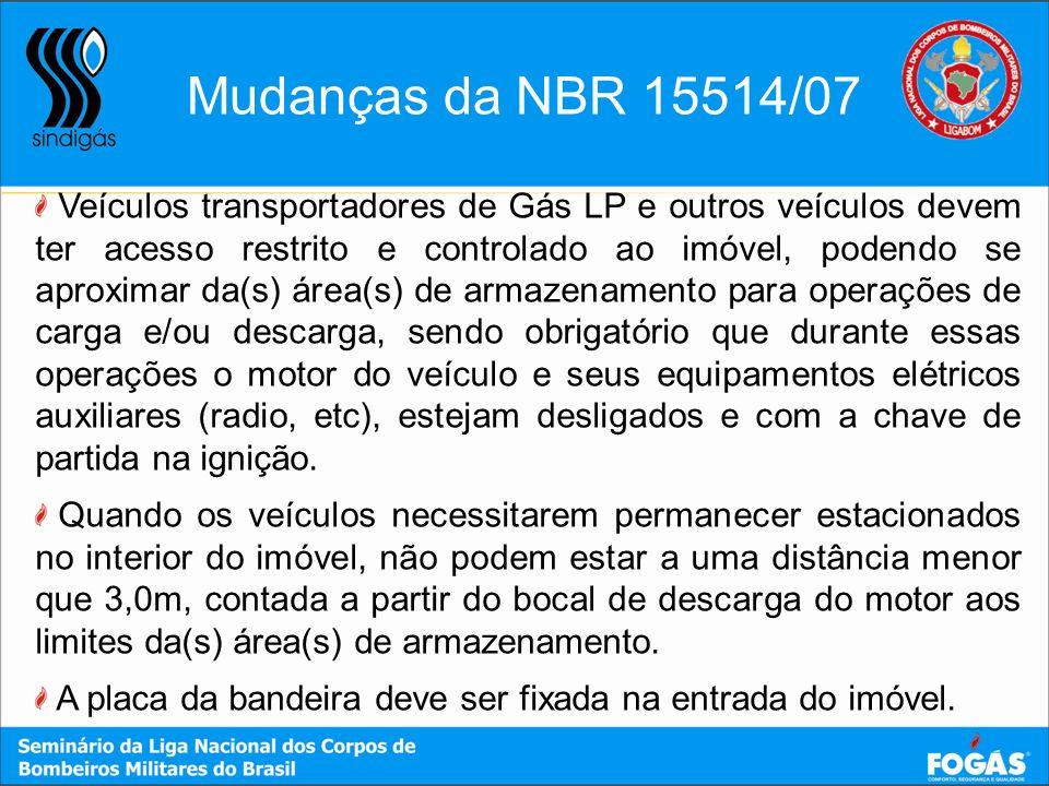 Veículos transportadores de Gás LP e outros veículos devem ter acesso restrito e controlado ao imóvel, podendo se aproximar da(s) área(s) de armazenam
