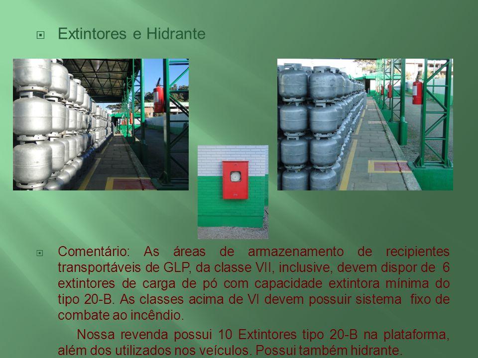 Extintores e Hidrante Comentário: As áreas de armazenamento de recipientes transportáveis de GLP, da classe VII, inclusive, devem dispor de 6 extintor