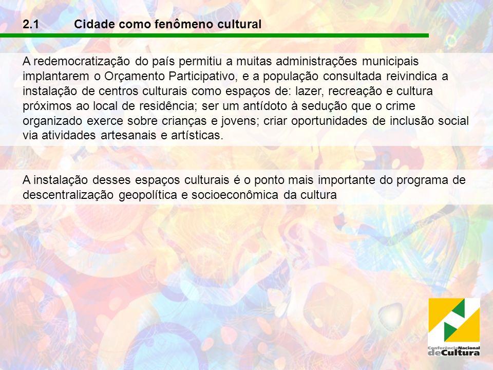 2.1 Cidade como fenômeno cultural A redemocratização do país permitiu a muitas administrações municipais implantarem o Orçamento Participativo, e a po