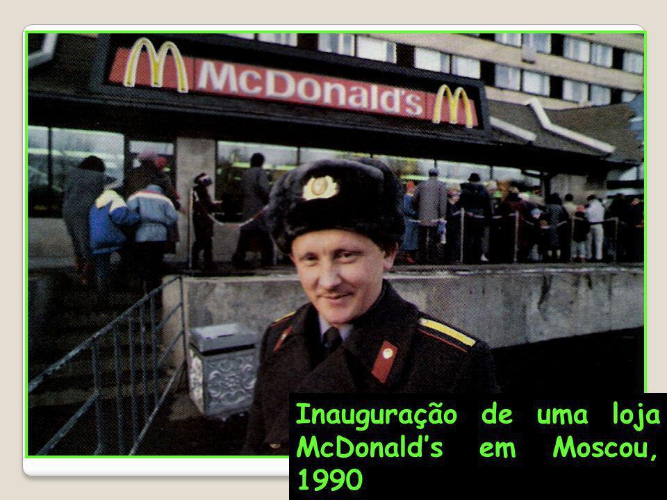 Inauguração de uma loja McDonalds em Moscou, 1990
