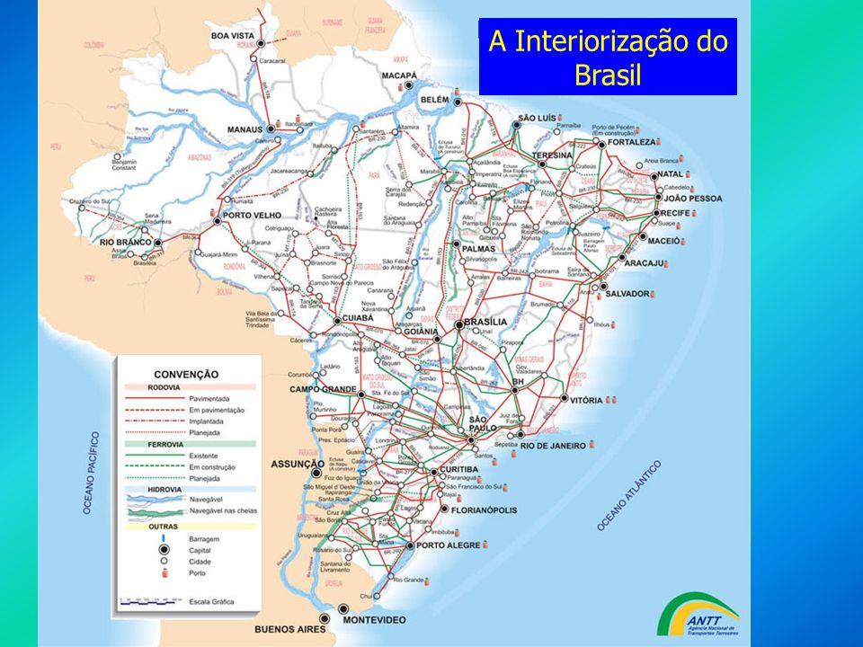 História A REPÚBLICA LIBERAL POPULISTA: Juscelino Kubitschek – JK: Juscelino Kubitschek – JK: Instalação de indústrias de bens duráveis, principalmente multinacionais automobilísticas, concentradas em SP, RJ e MG; Criação da SUDENE (Superintendência de Desenvolvimento do Nordeste); Início do processo de sucateamento das ferrovias brasileiras, com a priorização pelo governo federal das rodovias, satisfazendo os interesses das multinacionais automobilísticas; O aumento da inflação, do custo de vida e da dívida externa, levou o governo a romper com o FMI e a decretar moratória, medidas sem nenhuma consequência mais imediata.