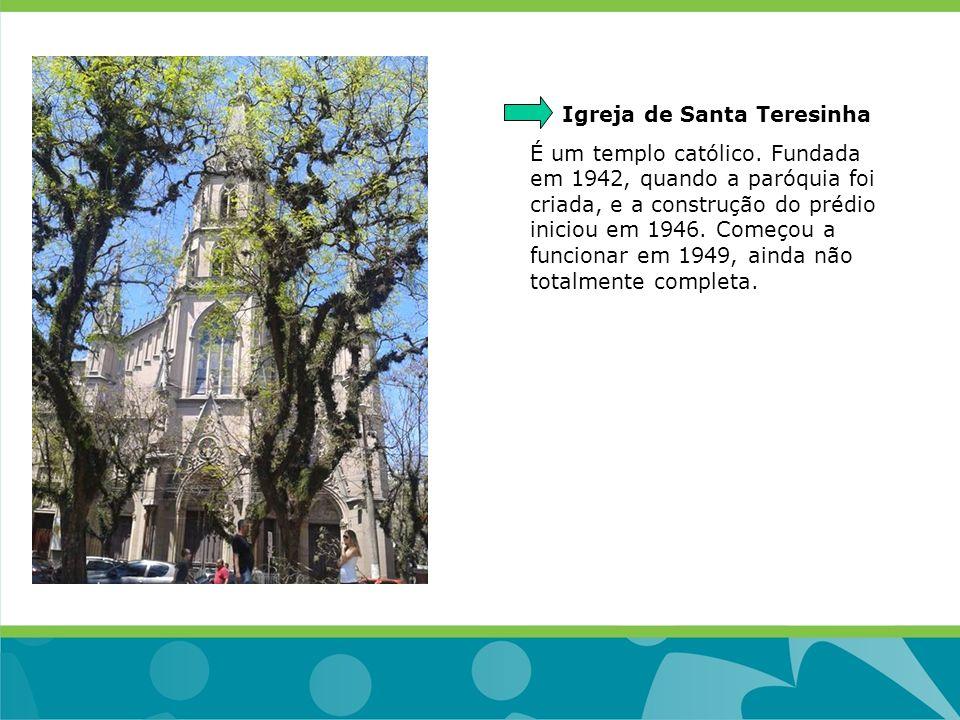 Igreja de Santa Teresinha É um templo católico. Fundada em 1942, quando a paróquia foi criada, e a construção do prédio iniciou em 1946. Começou a fun