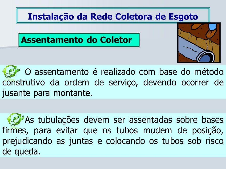 Instalação da Rede Coletora de Esgoto Assentamento do Coletor O assentamento é realizado com base do método construtivo da ordem de serviço, devendo o