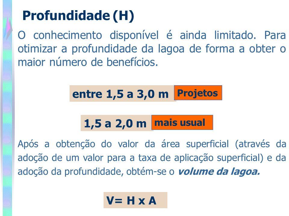 entre 1,5 a 3,0 m 1,5 a 2,0 m mais usual Após a obtenção do valor da área superficial (através da adoção de um valor para a taxa de aplicação superficial) e da adoção da profundidade, obtém-se o volume da lagoa.