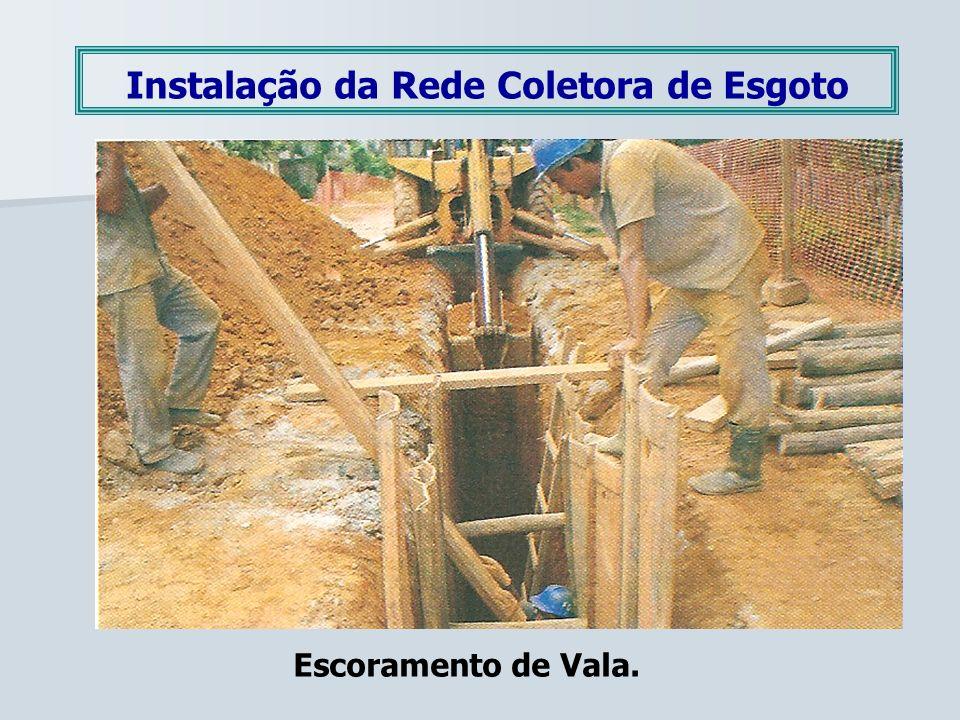 Instalação da Rede Coletora de Esgoto Escoramento de Vala.