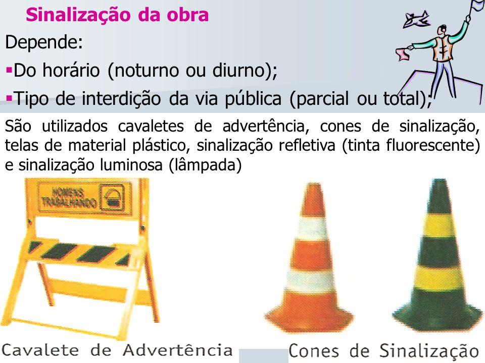 Sinalização da obra Depende: Do horário (noturno ou diurno); Tipo de interdição da via pública (parcial ou total); São utilizados cavaletes de advertê