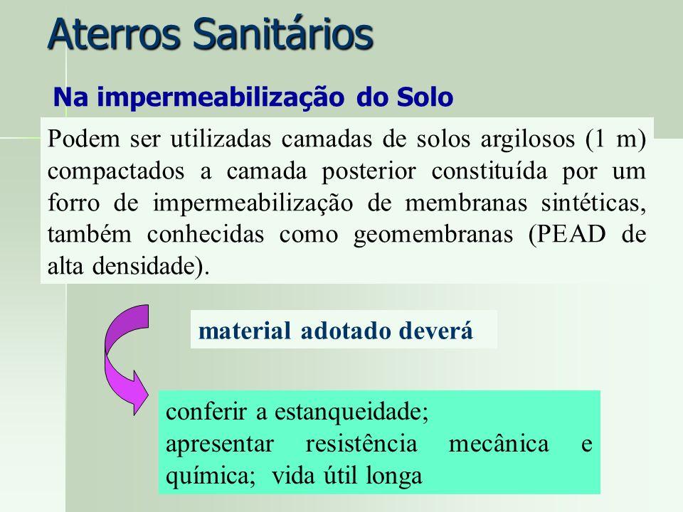 Aterros Sanitários Na impermeabilização do Solo Podem ser utilizadas camadas de solos argilosos (1 m) compactados a camada posterior constituída por u