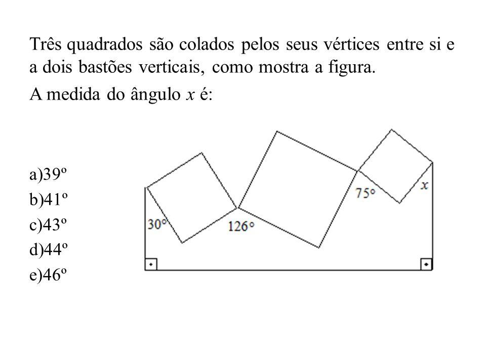 Três quadrados são colados pelos seus vértices entre si e a dois bastões verticais, como mostra a figura. A medida do ângulo x é: a)39º b)41º c)43º d)