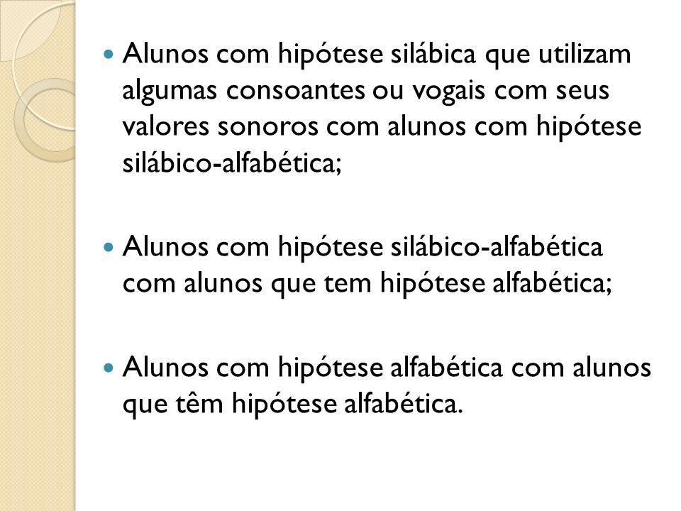 Alunos com hipótese silábica que utilizam algumas consoantes ou vogais com seus valores sonoros com alunos com hipótese silábico-alfabética; Alunos co