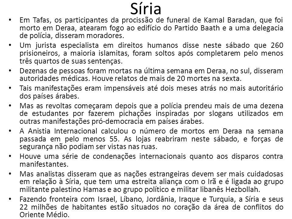 Síria Em Tafas, os participantes da procissão de funeral de Kamal Baradan, que foi morto em Deraa, atearam fogo ao edifício do Partido Baath e a uma d